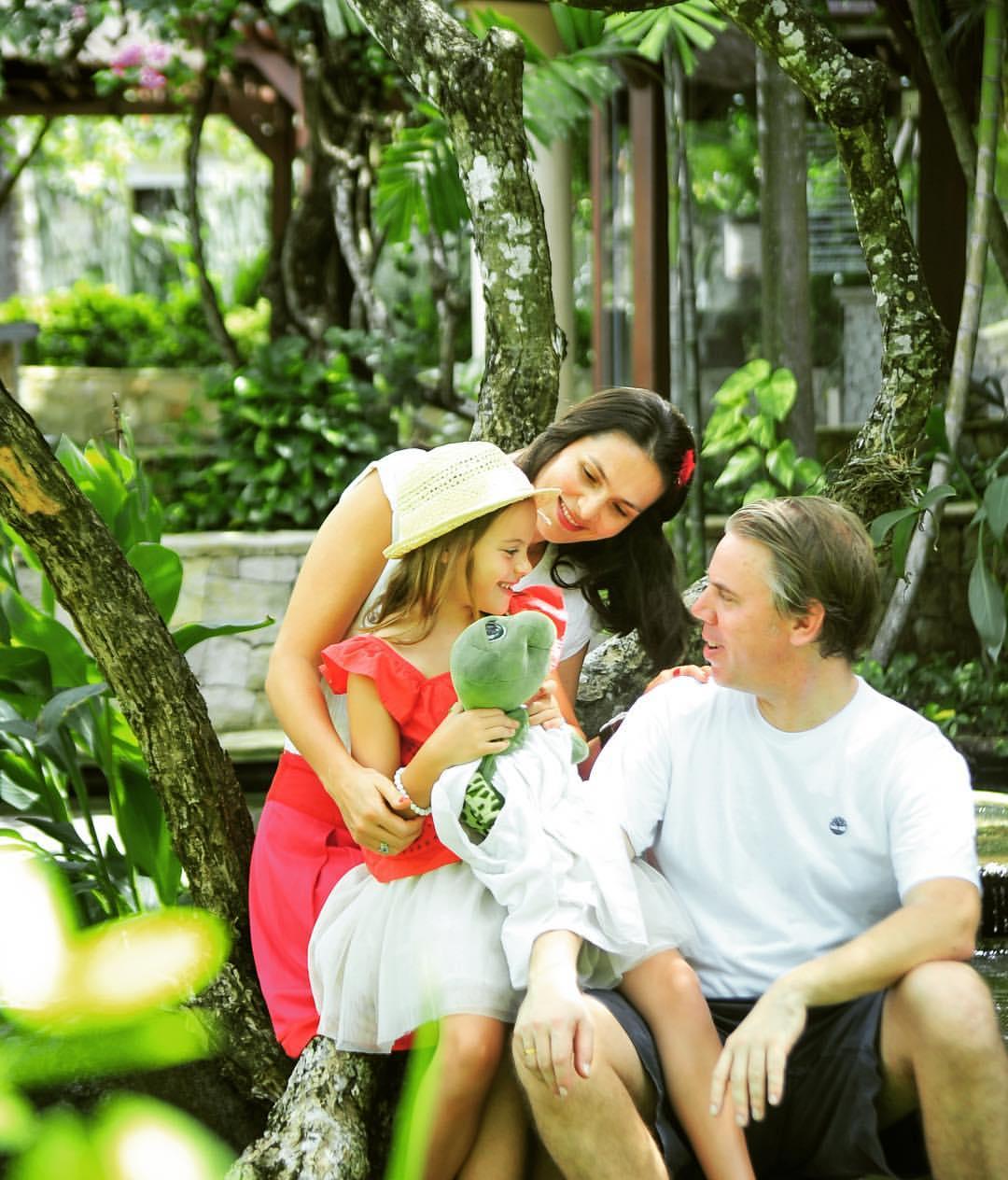 Familie im Garten Seminyak Bali